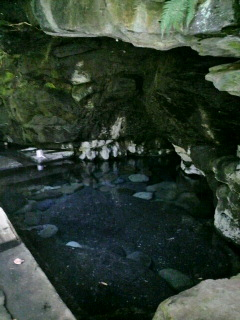天女の洞窟、壁湯温泉