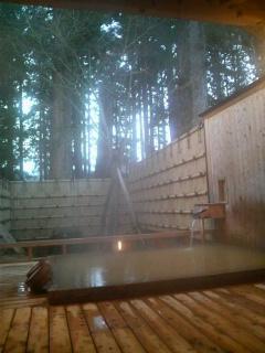 強首温泉。総ひのきの貸切露天