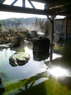 エメラルドグリーンの温泉