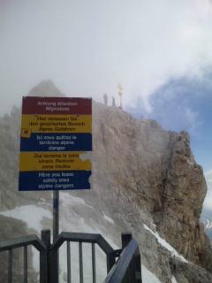 決死の登頂。ドイツ最高峰・ツークシュピッツェの山頂へ!