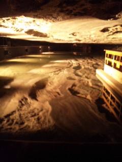 岩塩洞窟へ