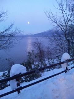 超神秘。パワースポット・支笏湖の月の道に遭遇