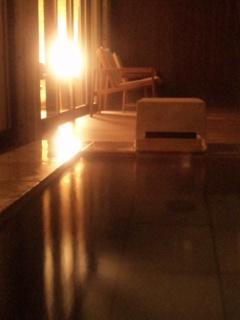 月あかりの露天風呂で放電中