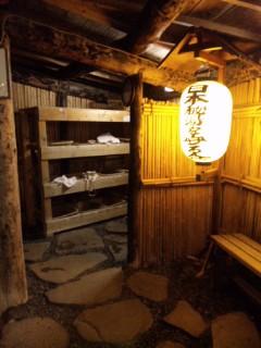 支笏湖のほとり。湖底からぷくぷくと自然湧出する露天風呂で心身を「放電」@北海道・丸駒温泉旅館