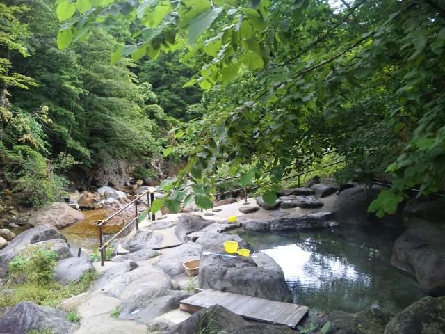 滑川温泉、涼やかな川の水音と硫黄の香り
