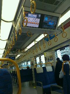 和歌山駅から、鉄子旅〜♪特急は運休なので、快速列車で大阪へ向かいます。そんな事言っている状況じゃないんだけど、初めて乗る電車はなんか楽しい。新幹線止まってるみたいなので、実はどうなることやら…。