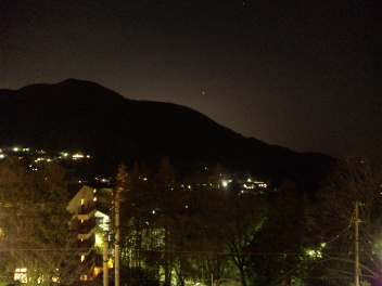 夜の箱根…。