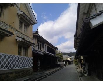 内子の町並みを散策してます。