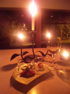 和ろうそくの灯でいただく、オーベルジュ内子のディナー。