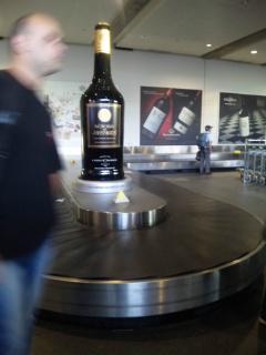 ボルドー空港に到着〜。