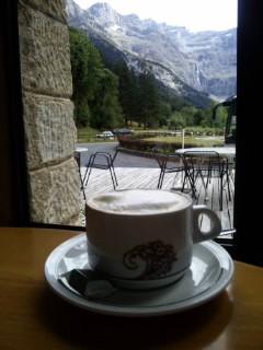 世界遺産・ガヴァルニー圏谷を眺めて、至福の一杯♪