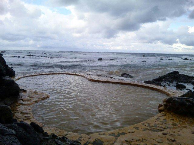 日本海の波しぶき!不老ふ死温泉