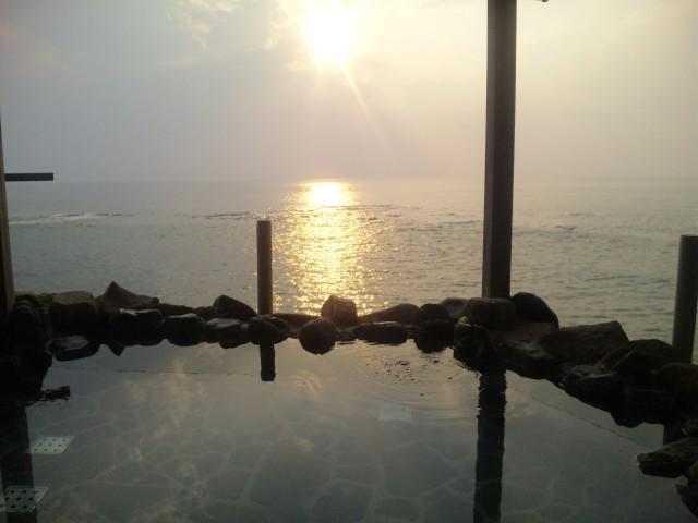 海と温泉の幸せコラボ!夏の三国温泉・望洋楼